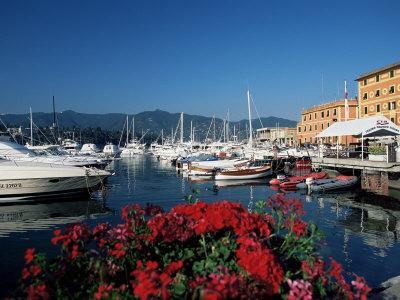 https://imgc.allpostersimages.com/img/posters/view-across-the-harbour-santa-margherita-ligure-portofino-peninsula-liguria-italy_u-L-P1TGD00.jpg?p=0