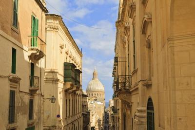 https://imgc.allpostersimages.com/img/posters/view-down-a-narrow-street-with-golden-stone_u-L-PQ8UHH0.jpg?artPerspective=n