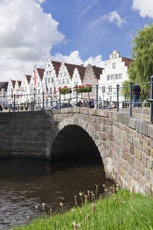 https://imgc.allpostersimages.com/img/posters/view-from-a-canal-mittelburggraben-to-the-market-square_u-L-PNFYXP0.jpg?artPerspective=n