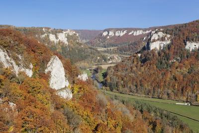 https://imgc.allpostersimages.com/img/posters/view-from-eichfelsen-rock-on-schloss-werenwag-castle-and-danube-valley_u-L-PQ8PYB0.jpg?artPerspective=n