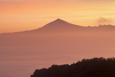 https://imgc.allpostersimages.com/img/posters/view-from-gomera-to-tenerife-with-teide-volcano-at-sunrise-canary-islands-spain-atlantic-europe_u-L-PWFMOI0.jpg?p=0