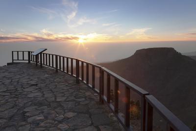 https://imgc.allpostersimages.com/img/posters/view-from-mirador-de-igualero-over-barranco-del-erque-to-table-mountain-fortaleza_u-L-PWFMPI0.jpg?p=0