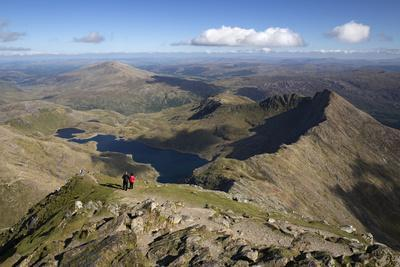 https://imgc.allpostersimages.com/img/posters/view-from-summit-of-snowdon-to-llyn-llydaw-and-y-lliwedd-ridge_u-L-PWFGA70.jpg?p=0