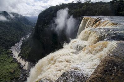 https://imgc.allpostersimages.com/img/posters/view-from-the-kaieteur-falls-rim-into-the-potaro-river-gorge-guyana-south-america_u-L-PWFRNO0.jpg?p=0