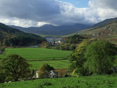 https://imgc.allpostersimages.com/img/posters/view-from-valley-to-snowdonia-mountains-snowdonia-gwynedd-wales-united-kingdom-europe_u-L-P7XITO0.jpg?p=0