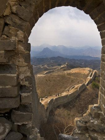 https://imgc.allpostersimages.com/img/posters/view-of-a-section-of-the-great-wall-between-jinshanling-and-simatai-near-beijing_u-L-P91W3Z0.jpg?p=0