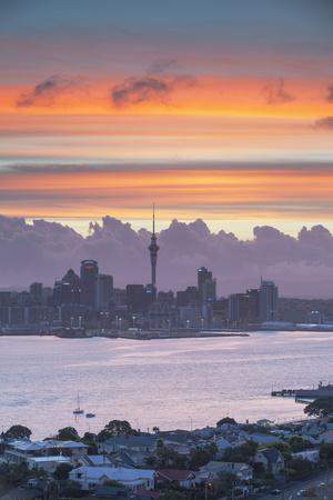 https://imgc.allpostersimages.com/img/posters/view-of-auckland-and-devonport-at-sunset-auckland-north-island-new-zealand-pacific_u-L-PQ8NTZ0.jpg?p=0