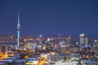 https://imgc.allpostersimages.com/img/posters/view-of-auckland-at-dusk-auckland-north-island-new-zealand-pacific_u-L-PQ8R9Z0.jpg?p=0