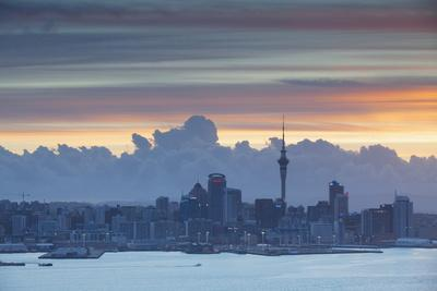 https://imgc.allpostersimages.com/img/posters/view-of-auckland-at-sunset-auckland-north-island-new-zealand-pacific_u-L-PQ8MLB0.jpg?p=0