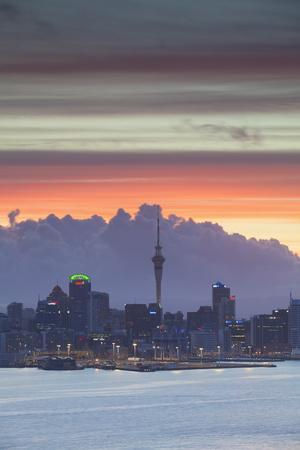 https://imgc.allpostersimages.com/img/posters/view-of-auckland-at-sunset-auckland-north-island-new-zealand-pacific_u-L-PQ8MMB0.jpg?p=0