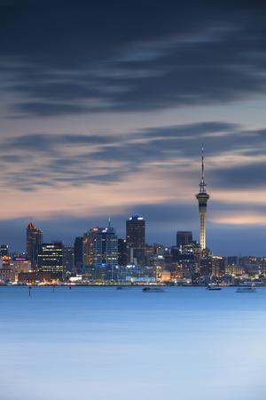 https://imgc.allpostersimages.com/img/posters/view-of-auckland-skyline-at-dusk-auckland-north-island-new-zealand-pacific_u-L-PQ8NIN0.jpg?p=0