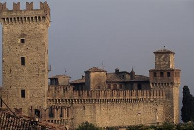 https://imgc.allpostersimages.com/img/posters/view-of-castle-of-vigoleno_u-L-PPQHVB0.jpg?p=0