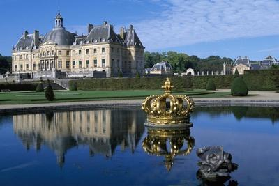 https://imgc.allpostersimages.com/img/posters/view-of-chateau-of-vaux-le-vicomte-from-park-1656-1661_u-L-PQ3BVY0.jpg?p=0