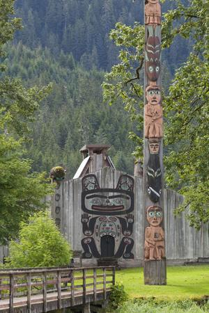 https://imgc.allpostersimages.com/img/posters/view-of-chief-shakes-tribal-house-wrangell-alaska-usa_u-L-PN6OUK0.jpg?artPerspective=n