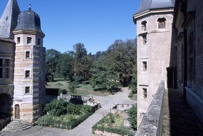 https://imgc.allpostersimages.com/img/posters/view-of-courtyard-of-castle-of-caumont-cazaux-saves-midi-pyrenees-france-16th-century_u-L-PP2TXG0.jpg?p=0
