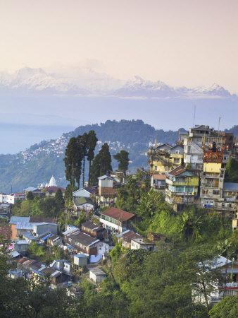 https://imgc.allpostersimages.com/img/posters/view-of-darjeeling-and-kanchenjunga-kangchendzonga-range-from-merry-resorts-darjeeling_u-L-P91B5B0.jpg?p=0