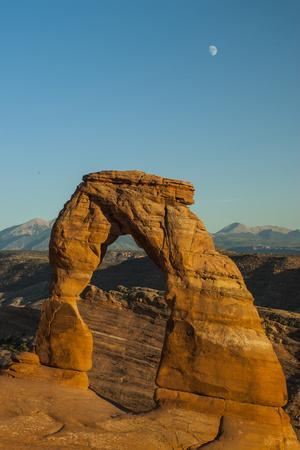 https://imgc.allpostersimages.com/img/posters/view-of-delicate-arch-arches-bows-national-park-utah-united-states-of-america-north-america_u-L-PIB0DJ0.jpg?p=0