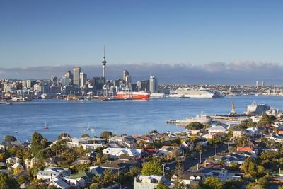 https://imgc.allpostersimages.com/img/posters/view-of-devonport-and-auckland-skyline-auckland-north-island-new-zealand-pacific_u-L-PQ8SLB0.jpg?p=0