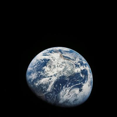 https://imgc.allpostersimages.com/img/posters/view-of-earth-taken-from-the-aollo-8-spacecraft_u-L-PJ26L30.jpg?artPerspective=n