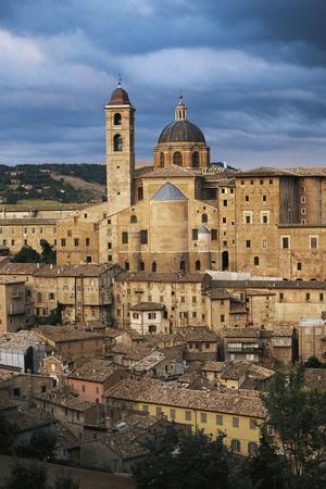 https://imgc.allpostersimages.com/img/posters/view-of-historic-centre-of-urbino_u-L-PP9X4V0.jpg?p=0