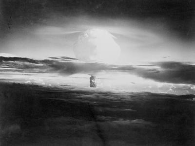 https://imgc.allpostersimages.com/img/posters/view-of-hydrogen-bomb-mushroom-cloud-rising_u-L-PZOCLS0.jpg?artPerspective=n