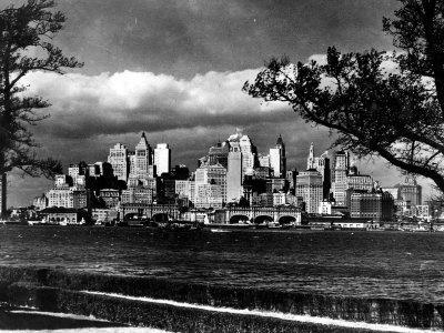 https://imgc.allpostersimages.com/img/posters/view-of-lower-manhattan-skyline-as-seen-from-governor-s-island_u-L-P3ORN60.jpg?p=0