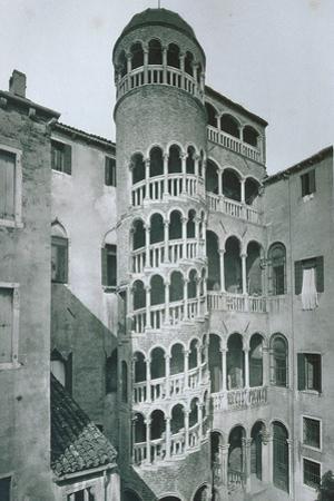 View of Palazzo Contarini Del Bovolo