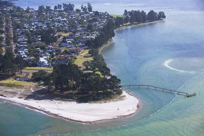 https://imgc.allpostersimages.com/img/posters/view-of-pauanui-tairua-coromandel-peninsula-waikato-north-island-new-zealand-pacific_u-L-PQ8MDN0.jpg?artPerspective=n