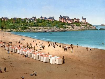 https://imgc.allpostersimages.com/img/posters/view-of-pointe-de-la-malouine-from-the-plage-de-l-ecluse-dinard-1890-1900_u-L-PQ36BP0.jpg?p=0