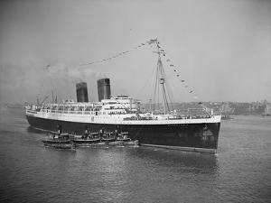 View of S.S. Mauretania with Tugboats