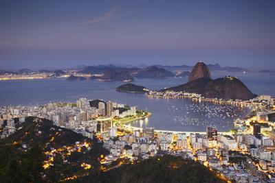 https://imgc.allpostersimages.com/img/posters/view-of-sugar-loaf-mountain-pao-de-acucar-and-botafogo-bay-at-dusk-rio-de-janeiro-brazil_u-L-PIAKQF0.jpg?p=0