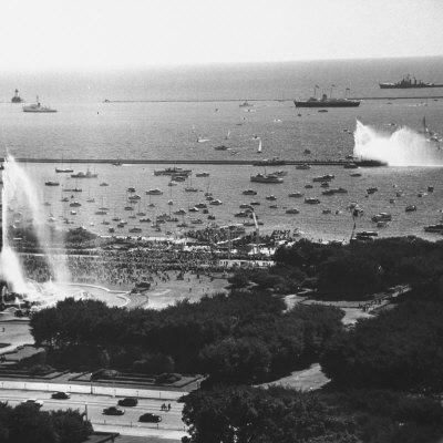 https://imgc.allpostersimages.com/img/posters/view-of-the-chicago-harbor-during-the-arrival-of-queen-elizabeth-ii-and-philip_u-L-P769JU0.jpg?p=0
