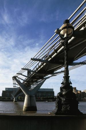 https://imgc.allpostersimages.com/img/posters/view-of-the-millenium-bridge_u-L-PP9Y500.jpg?artPerspective=n