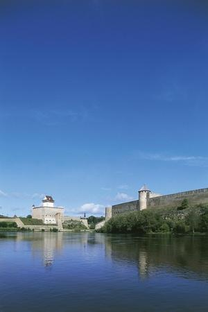 https://imgc.allpostersimages.com/img/posters/view-of-the-narva-river-with-hermann-castle_u-L-PP9VLO0.jpg?artPerspective=n