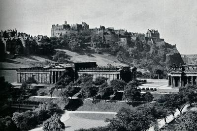 https://imgc.allpostersimages.com/img/posters/view-of-the-national-gallery-of-scotland-and-edinburgh-castle-c1945_u-L-Q1EFAZR0.jpg?artPerspective=n