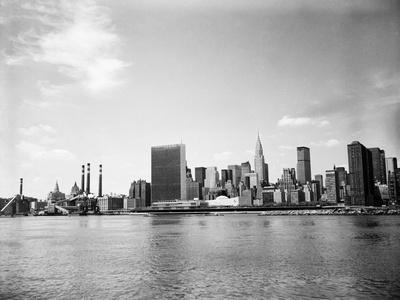 https://imgc.allpostersimages.com/img/posters/view-of-united-nations-buildings_u-L-PZOWD90.jpg?p=0
