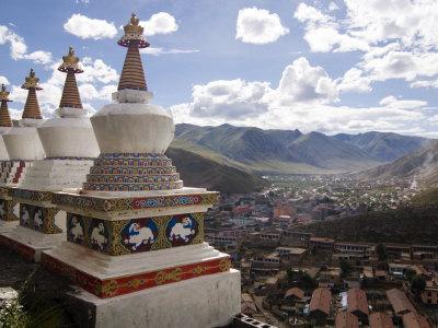 https://imgc.allpostersimages.com/img/posters/view-of-yushu-town-from-temple-yushu-qinghai-china_u-L-P7X8GK0.jpg?p=0