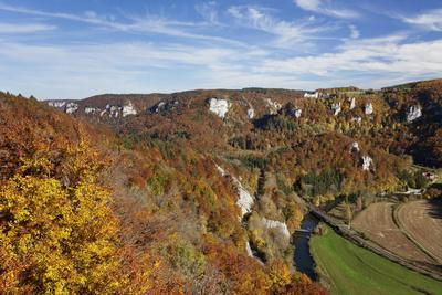 https://imgc.allpostersimages.com/img/posters/view-on-burg-wildenstein-castle-and-danube-valley-in-autumn_u-L-PQ8U8H0.jpg?p=0