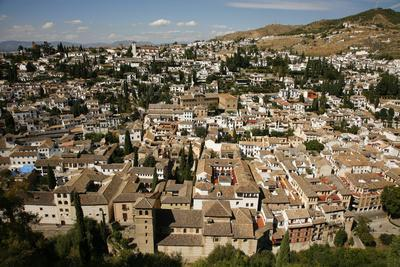 https://imgc.allpostersimages.com/img/posters/view-over-granada-from-the-alcazaba-alhambra-palace-granada-andalucia-spain-europe_u-L-PWFMTU0.jpg?artPerspective=n