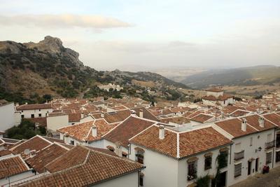 https://imgc.allpostersimages.com/img/posters/view-over-grazalema-village-at-parque-natural-sierra-de-grazalema-andalucia-spain-europe_u-L-PWFRJO0.jpg?artPerspective=n