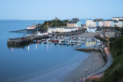 https://imgc.allpostersimages.com/img/posters/view-over-harbour-and-castle-tenby-carmarthen-bay-pembrokeshire-wales-united-kingdom-europe_u-L-PWFGXF0.jpg?p=0
