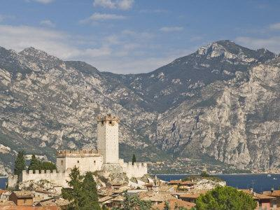 https://imgc.allpostersimages.com/img/posters/view-over-malcesine-and-the-scaligero-castle-lake-garda-veneto-italy-europe_u-L-P7MN800.jpg?p=0