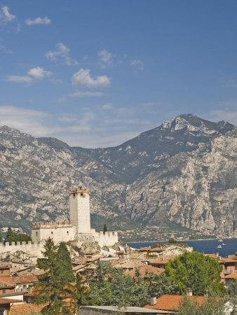 https://imgc.allpostersimages.com/img/posters/view-over-malcesine-and-the-scaligero-castle-lake-garda-veneto-italy-europe_u-L-P7MN8W0.jpg?p=0