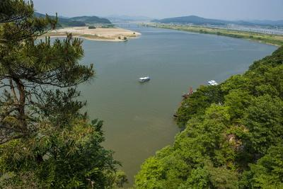 https://imgc.allpostersimages.com/img/posters/view-over-the-baengma-river-from-the-buso-mountain-fortress-in-the-busosan-park_u-L-PQ8S3Z0.jpg?p=0