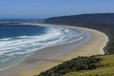 https://imgc.allpostersimages.com/img/posters/view-over-the-beautiful-tautuku-bay-the-catlins-south-island-new-zealand-pacific_u-L-PQ8SKZ0.jpg?p=0