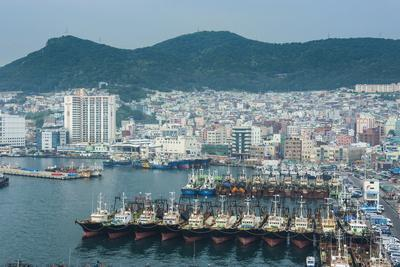 https://imgc.allpostersimages.com/img/posters/view-over-the-harbour-and-fishing-fleet-of-busan-south-korea-asia_u-L-PQ8MMZ0.jpg?artPerspective=n