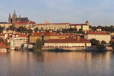 https://imgc.allpostersimages.com/img/posters/view-over-the-river-vltava-to-the-castle-district-with-st-vitus-cathedral-and-royal-palace_u-L-PQ8RPZ0.jpg?p=0