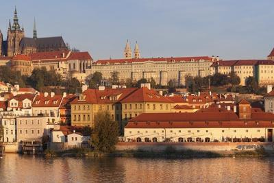 https://imgc.allpostersimages.com/img/posters/view-over-the-river-vltava-to-the-castle-district-with-st-vitus-cathedral-and-royal-palace_u-L-PQ8RQN0.jpg?p=0