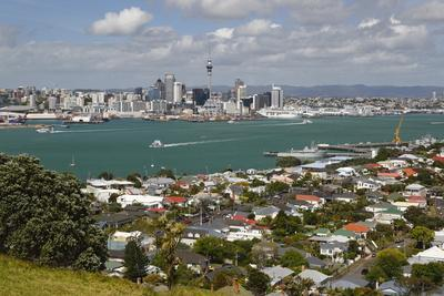 https://imgc.allpostersimages.com/img/posters/view-to-auckland-from-mount-victoria-in-devonport-auckland-north-island-new-zealand-pacific_u-L-PQ8RNN0.jpg?p=0