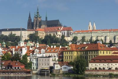 https://imgc.allpostersimages.com/img/posters/view-to-castle-district-with-st-vitus-cathedral_u-L-PQ8V650.jpg?p=0